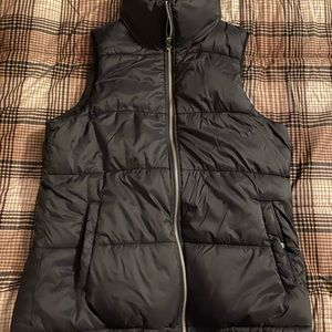 Old Navy black women's puffer vest size small